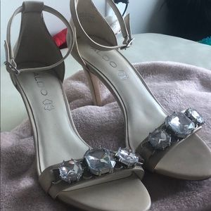 Cute high heels! Simple and glam